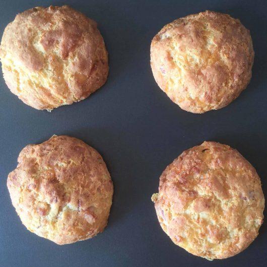 Petits pains aux lardons et fromage