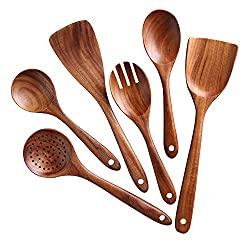 A set of 6 wooden kitchen utensils