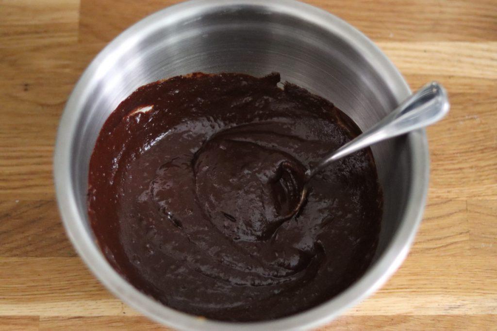 la pâte du fondant au chocolat dans un saladier