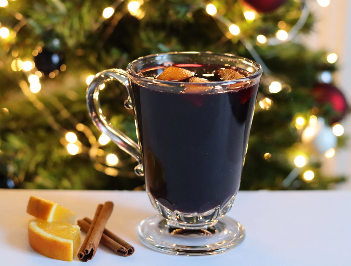 Mulled wine (with or without alcohol)